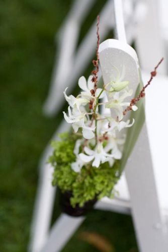 aisle decoration, dendrobrium and clubmoss, Viewpoint Inn, Françoise Weeks