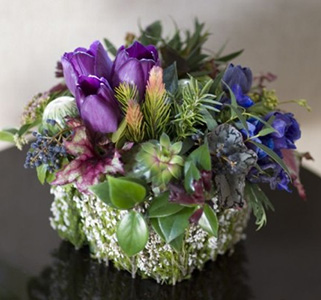 winter-arrangement-in-container-covered-with-heather-Francoise-Weeks