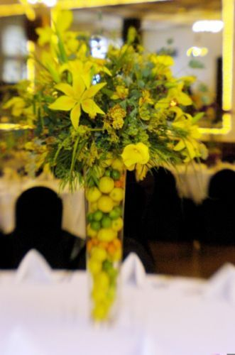 tall yellow centerpiece, vase filled with citrus, Tiffany Center, Françoise Weeks