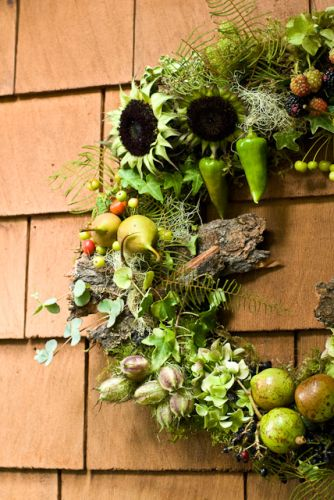 woodland wreath with seckle pear, blackberries, peppers, bark, seedpods, texture, Françoise Weeks