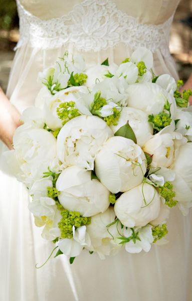 bridal bouquet with white peonies sweetpeas and alchimella