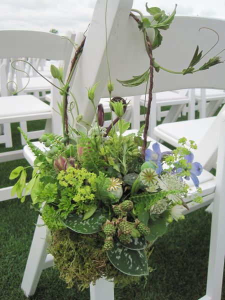 textured aisle arrangement with blackberries and accent of blue flowers, Françoise Weeks
