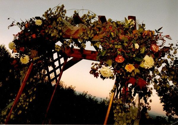 archway decorated with hops and seasonal flowers, Françoise Weeks