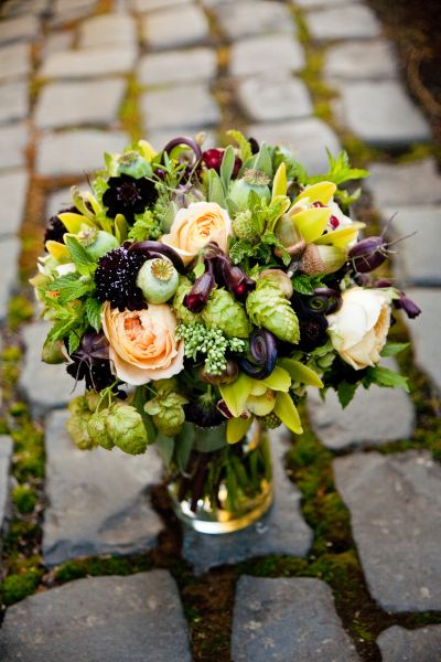 burgundy and yellow bridal bouquet with hops, Françoise Weeks