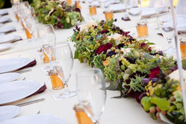 burgundy and yellow centerpiece with hops 1, Françoise Weeks