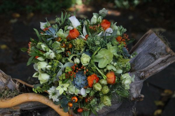 green bridal bouquet with hops and texture, Françoise Weeks