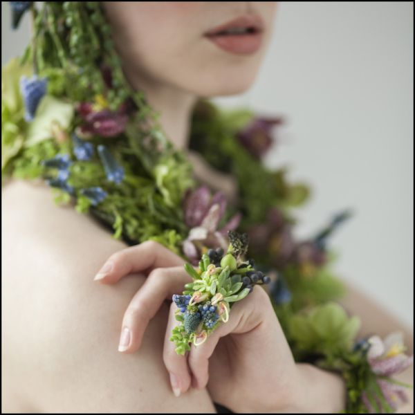 flower ring with muscar 1i, Françoise Weeks