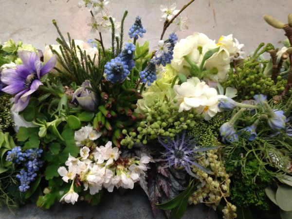 long centerpiece with muscari and spring flowers and texture, Françoise Weeks