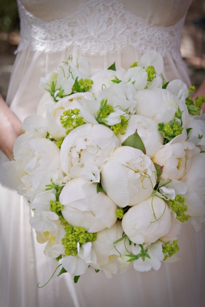 bridal bouquet with peonies, sweetpeas and alchimella, Françoise Weeks