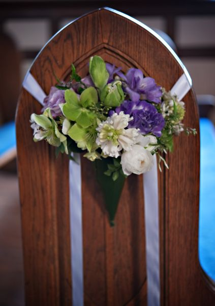 lavender and white pew arrangement, Françoise Weeks