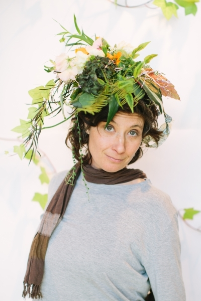 botanical headpiece design Nicole D'Agata, botanical couture workshop in Vermont, Françoise Weeks